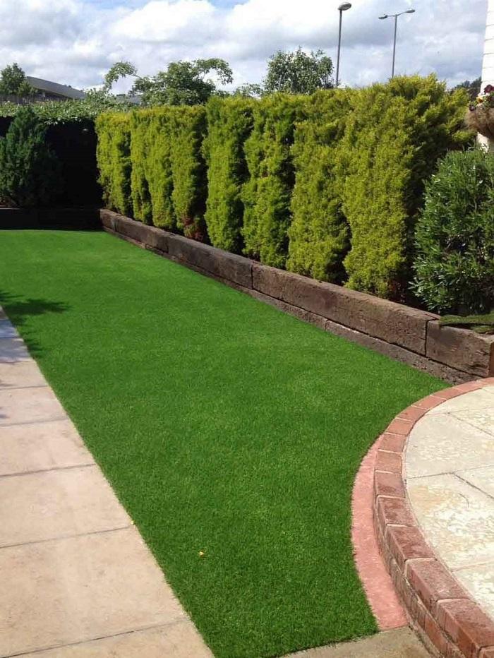 Thi công sân cỏ nhân tạo sân vườn cực đẹp