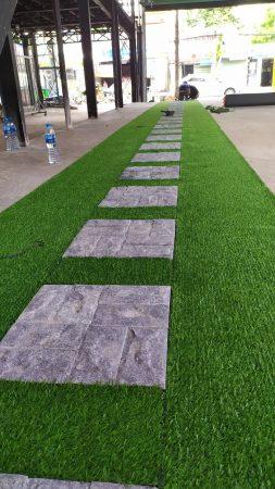 Vừa cung cấp cỏ nhựa vừa hỗ trợ thi công nhanh chóng