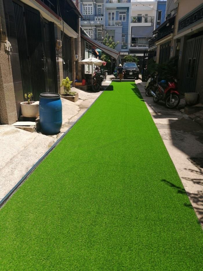 Công trình cỏ nhựa thi công ngoài đường do Hoa Thịnh Phát thực hiện